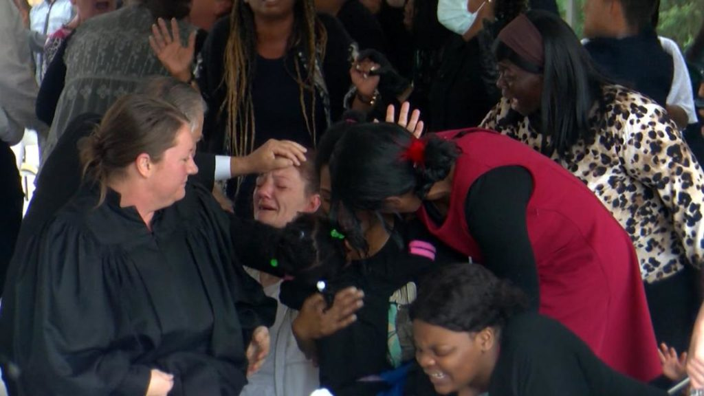 COVID-19: Louisiana Pastor Hosts 1,000 Person Congregation, Defying Government Restrictions 1
